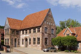 Medaillongebäude im Stadtmannshof in Mölln