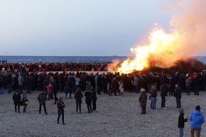Osterfeuer in Lübeck-Travemünde