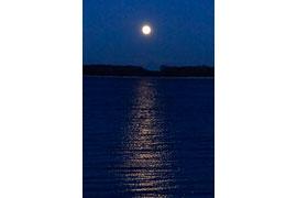 Mond über der Ostsee