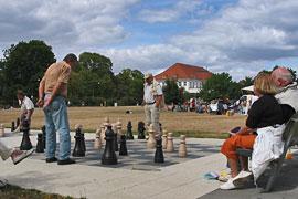 Schach im Brügmanngarten in Lübeck-Travemünde