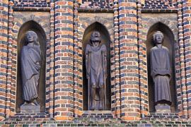 Figuren von Ernst Barlach an der Katharinenkirche Lübeck