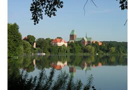 Blick auf Kreismuseum und Dom in Ratzeburg