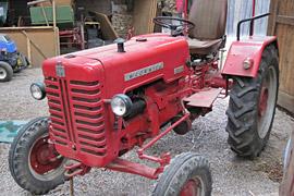 alter Traktor auf dem Museumshof Lensahn
