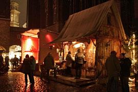 Historischer Weihnachtsmarkt auf dem Marienkirchhof in Lübeck