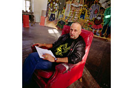 Jörg Immendorf in seinem Atelier 1997 © Michael Dannenmann